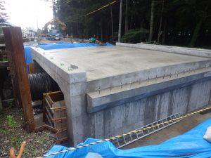 工事途中の橋梁(滝沢橋)