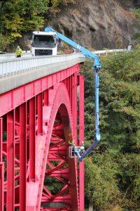 大型橋梁点検車を使用した橋梁点検