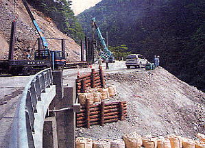 写真 架設道路の建設